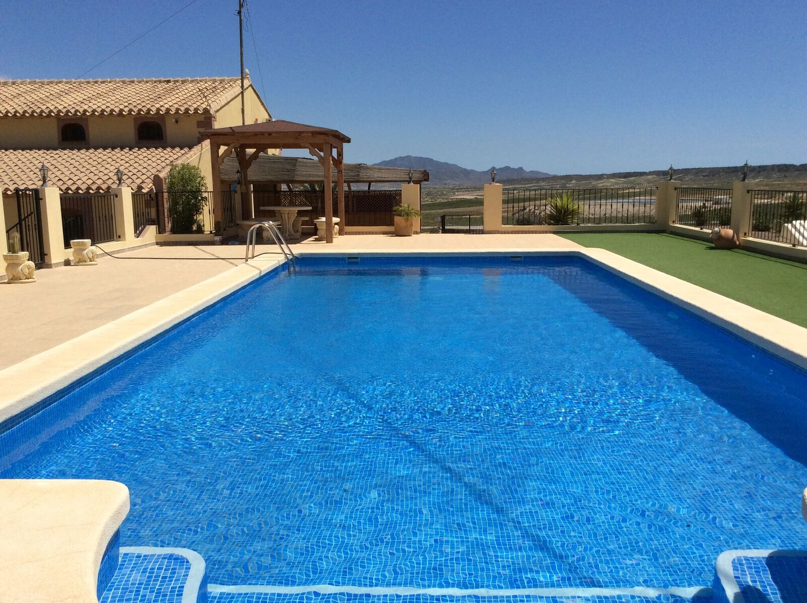 Villa with guest house and private swimming pool in el for Private swimming pool